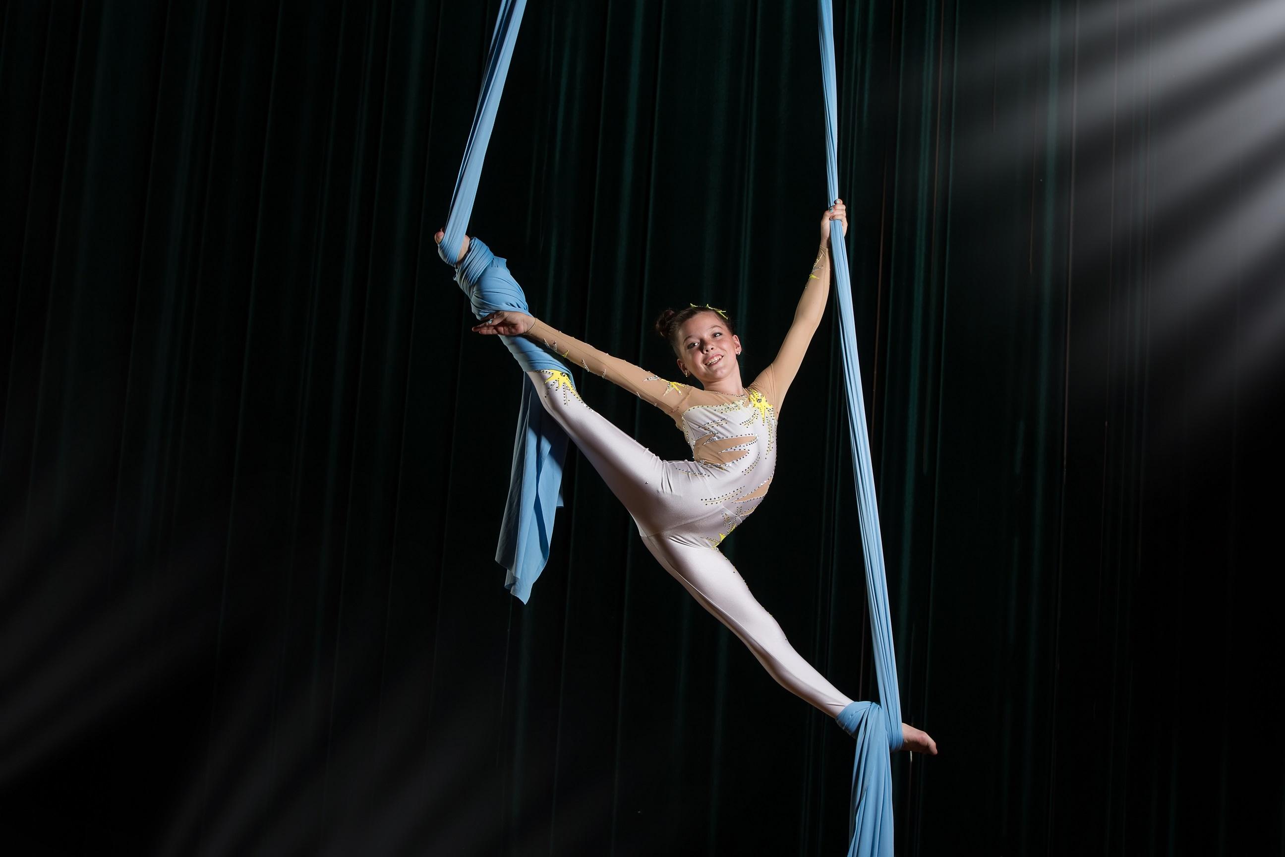 https://www.jas-stage.academy/images/Vertikaltuch-Zirkus.jpg
